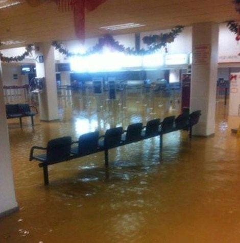 Hewanorra Airport flooded